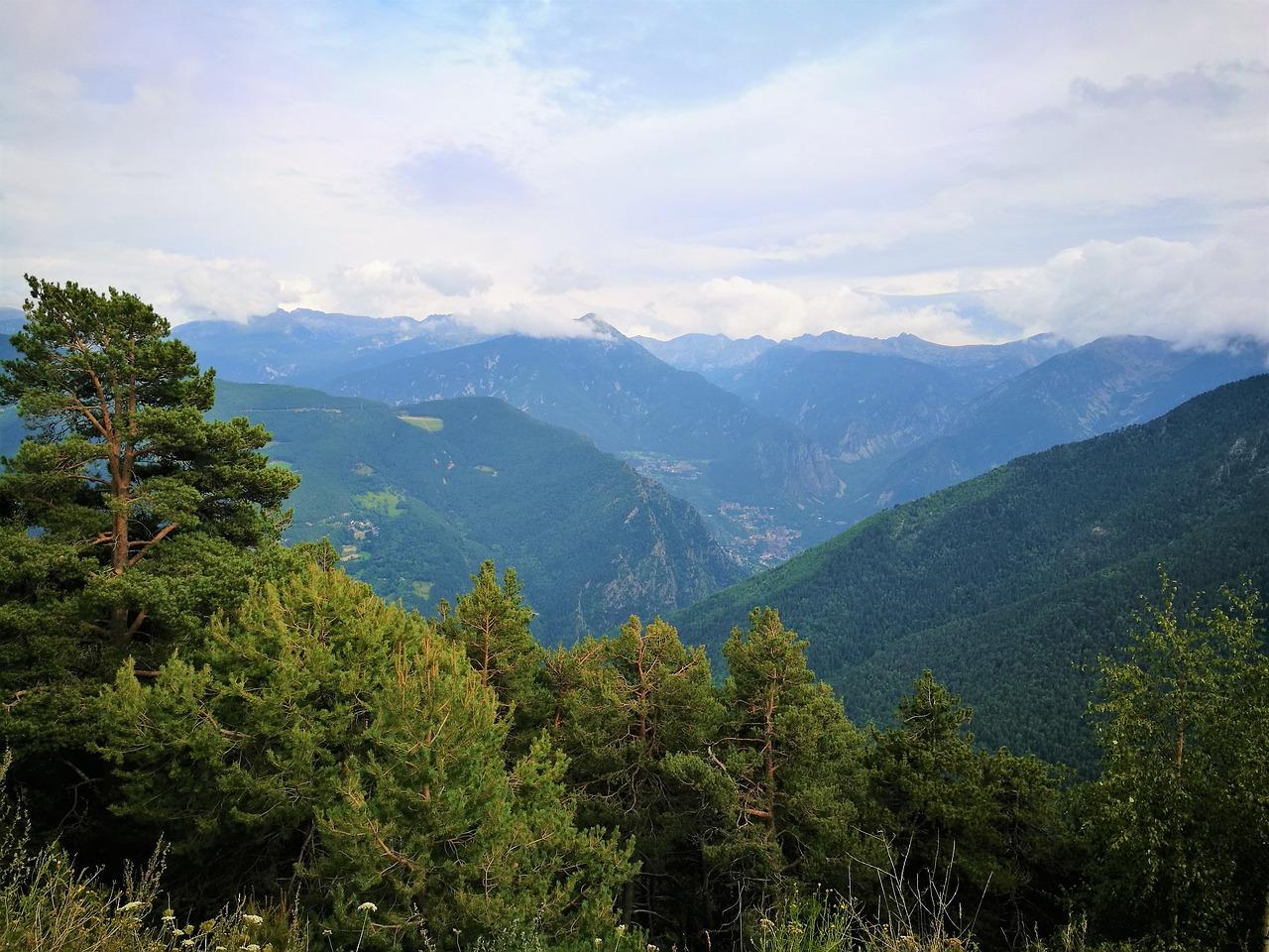 Vivir En Andorra: Requisitos Y Costo De Vida 2021 No pierdas la oportunidad de vivir y trabajar en Andorra, ya sea de manera temporal o definitiva. Si lo hacemos, podremos conseguir su permiso de residencia en Andorra de manera bastante sencilla. Antes de nada, cabe señalar que no es necesaria la nacionalidad andorrana para obtener residencia en el Principado de Andorra